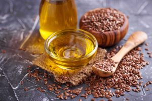 Льняное масло: польза для здоровья, применение, питание