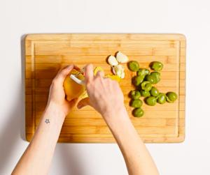 Оливковое масло – рецепт маринованных оливок с сыром фета